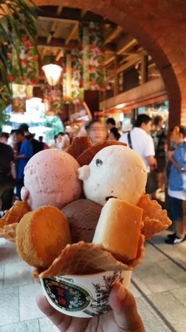Ice cream andalan dengan topping menggemaskan dan pastinya menggiurkan