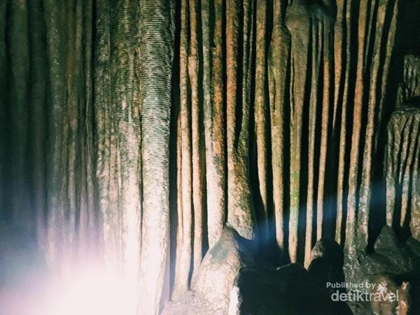 Stalakgit dan stalagmit tampak kokoh