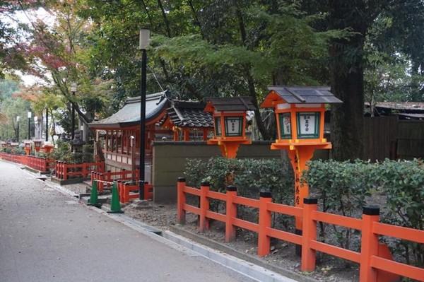 Terdapat taman di bagian dalam Yasaka Shrine yang juga menjadi spot populer untuk melihat pesta hanami di musim semi