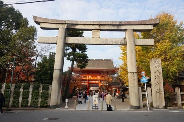 Torii gate yang merupakan salah satu yang terbesar di Jepang