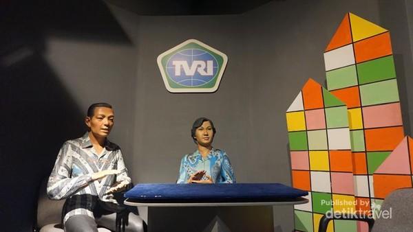 Museum ini juga memiliki duplikat Studio berita TVRI