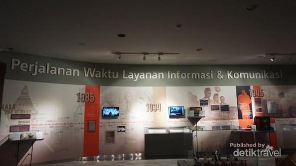 Dinding museum dilengkapi sejarah komunikasi sejak masa lampau hingga kini