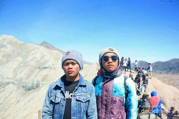 Si Erlangga, sahabatku yang suka mengeluh saat mendaki gunung