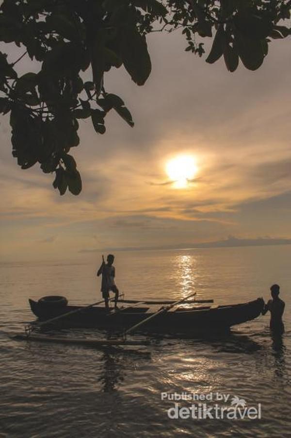 Sunset Pantai Morela, Maluku