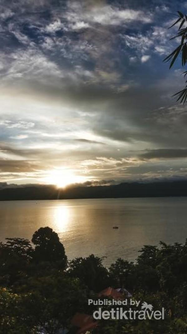 Teluk Ambon di kala sore