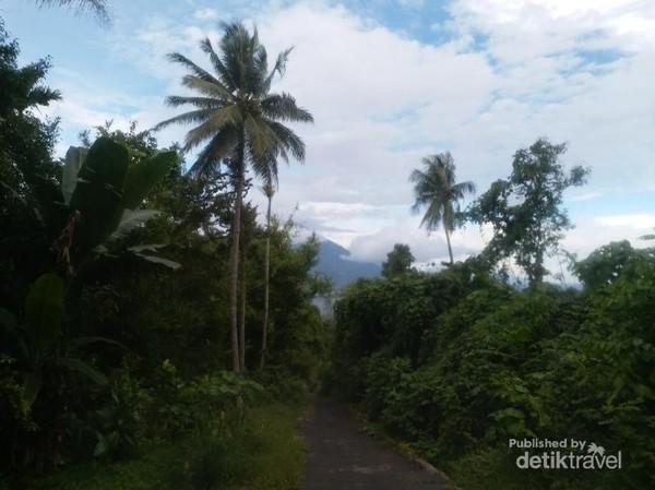 Perjalanan menuju spot pandang Danau Ngade