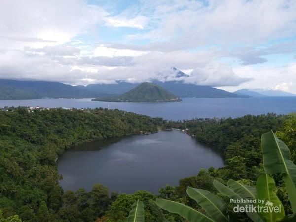 Pemandangan menakjubkan Danau Ngade dari ketinggian