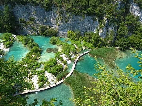 Danau Plitvice (Sumber: pemuda-solok.blogspot.com)