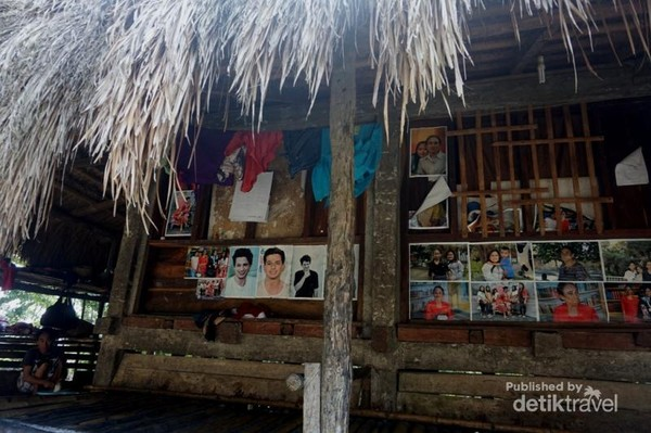 Deretan foto dan poster yang terdapat di salah satu rumah yang membuat saya tertarik