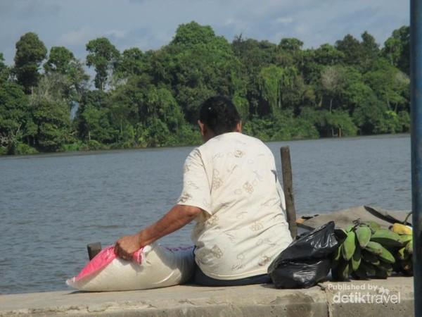 Aktivitas warga di Sungai Kayan