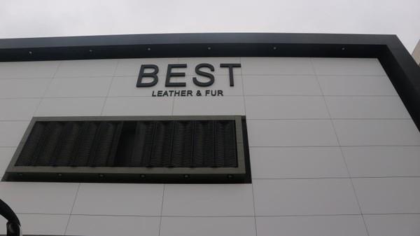 Aneka busana dari bahan kulit di Turki bisa kita temukan di BEST Leather and Fur