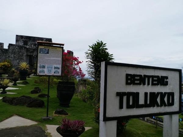Benteng tolukko merupakan objek wisata yang tidak boleh dilewatkan di Ternate