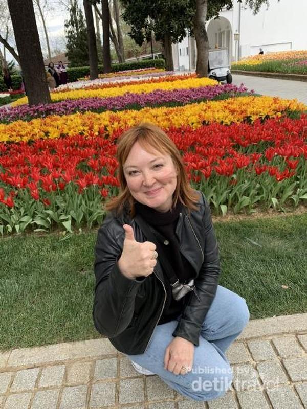 Ini adalah wisatawan dari Rusia, saya memotretnya karena ia menyapa saya terlebih dulu dan menawarkan bantuan untuk memotret saya.
