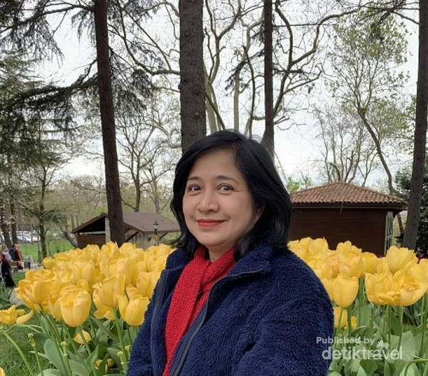 Foto diri dengan latar belakang bunga Tulip yang indah!