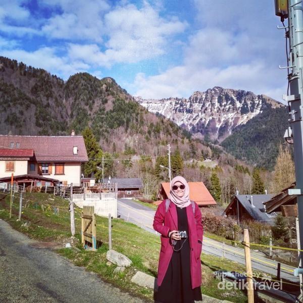 Perjalananku menuju Montreux melewati rumah warga lokal, jalanan setapak, dengan pemandagan indah. Ingin rasanya aku pindah rumah.
