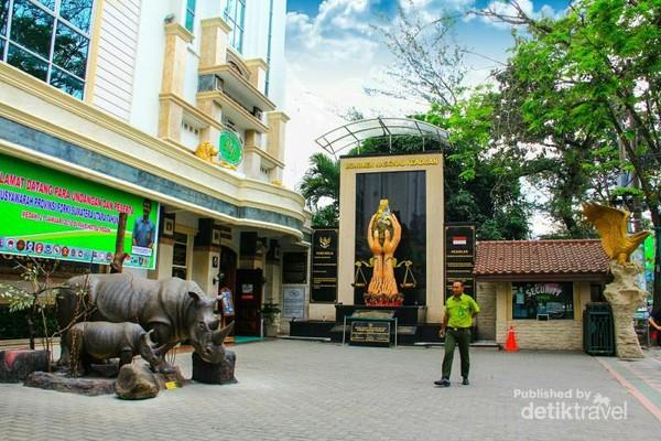 Rahmat International Wildlife Museum  Gallery yang megah dan full AC.