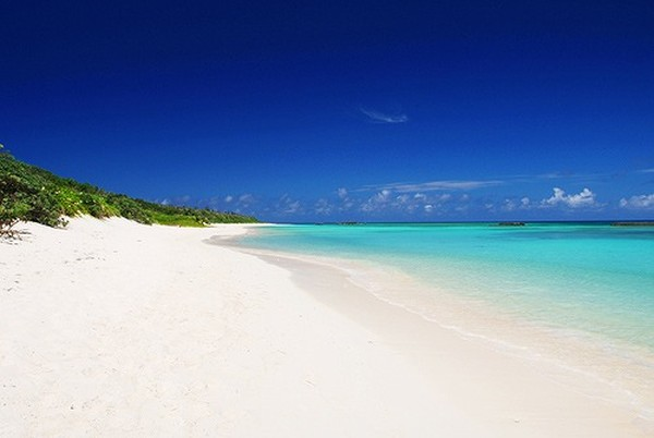 Pantai landai berpasir putih (wattention.com)