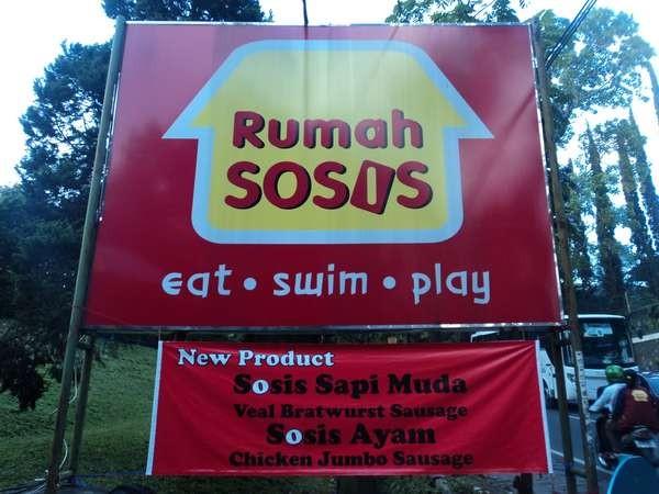 Saat di Jl Setiabudi, wisatawan bisa jalan-jalan ke Rumah Sosis (butterflyonthemove.blogspot.com)
