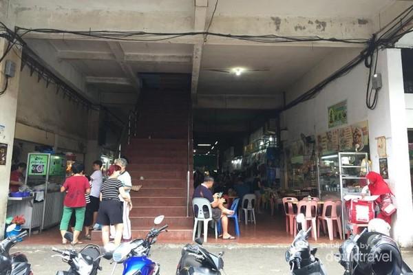 Tampak depan pasar penuin (dari pintu samping)