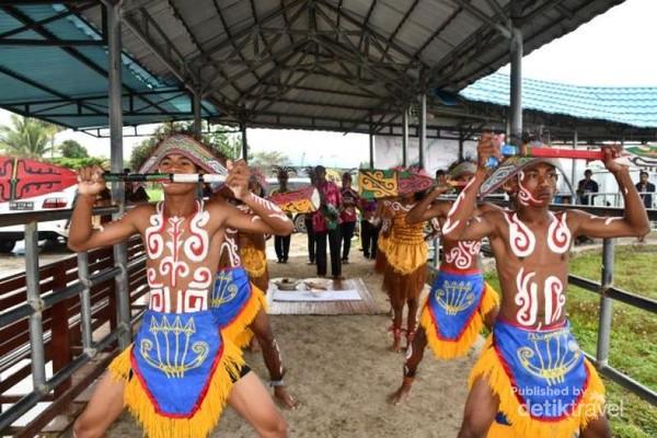 Mansorandak, salah satu tari yang sering dipentaskan untuk menyambut tamu-tamu yang berkunjung ke Raja Ampat