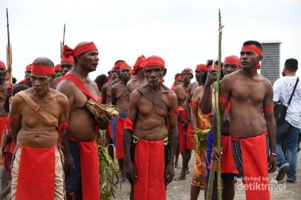 Tari Wor, salah satu tari yang sering dipentaskan dalam festival bahari.