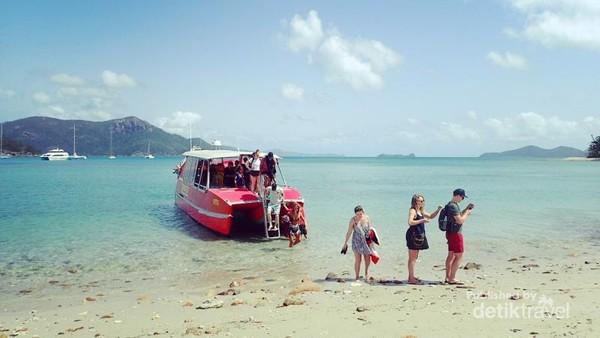 Pantai ini terletak tak jauh dari Great Barrier Reef, di Queensland, Australia