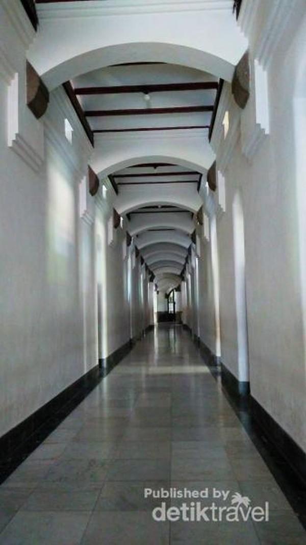 Lorong-lorong di dalam Gedung Lawang Sewu