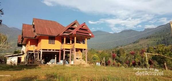 Rumah Nenek Kalobang di Desa Tolajuk Kabupaten Luwu