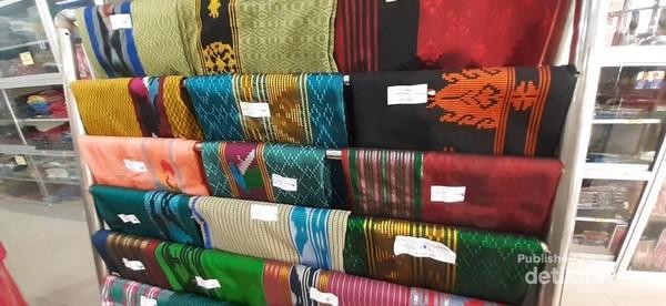 Aneka kain khas Kendari dari pengrajin lokal