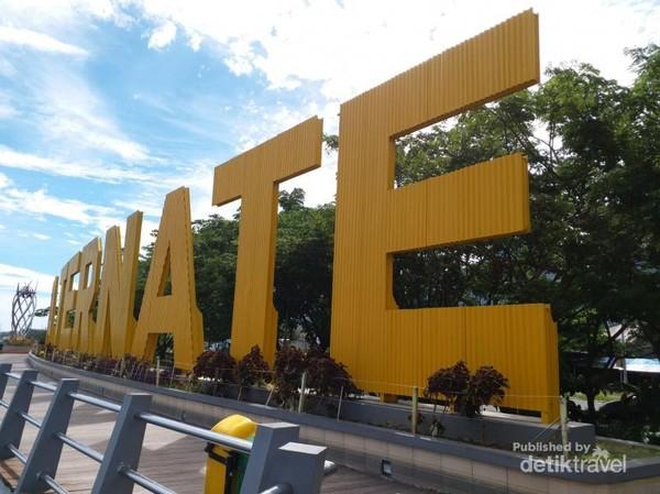 Tulisan Kota Ternate raksasa di Taman toboko
