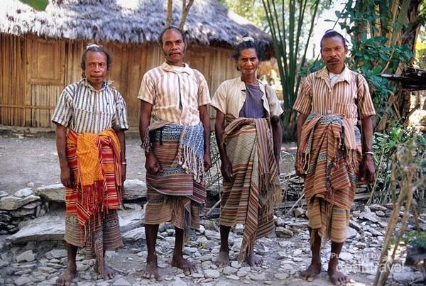 Pria dewasa yang sudah menikah ditandai dengan rambut mereka yang di konde.