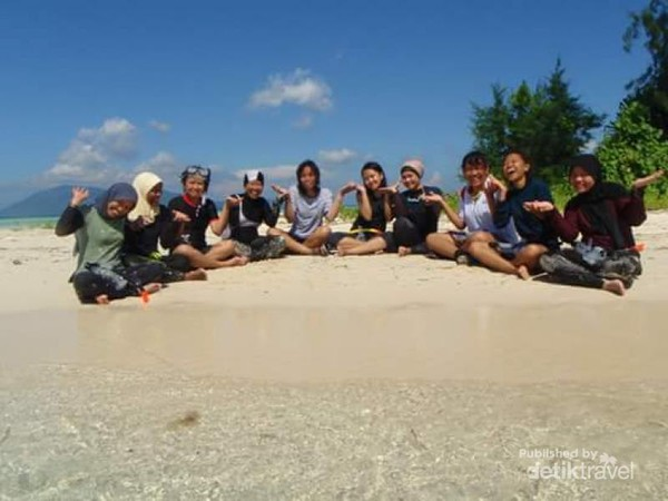 Pulau kecil di Pulau Karimun