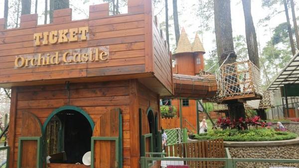 Pengunjung harus membayar tiket lagi untuk bisa menikmati permainan di Orchid Castle