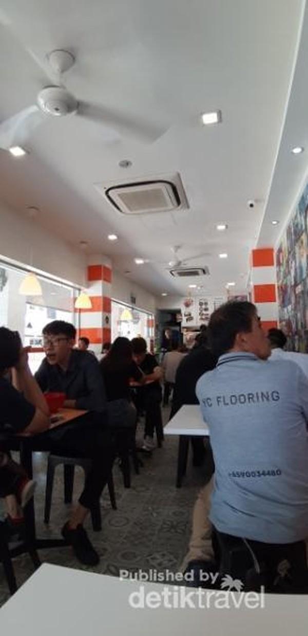 Suasana di waktu makan siang