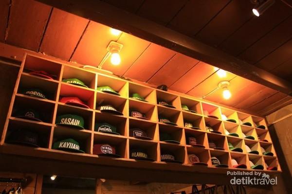 Topi berkarakter Minang