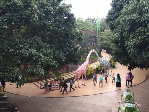Suasana di dalam Batu Secret Zoo