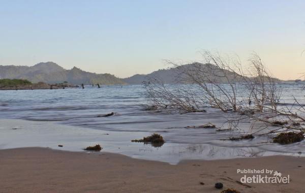 Pantai Sako yang menarik untuk lokasi hunting dan piknik