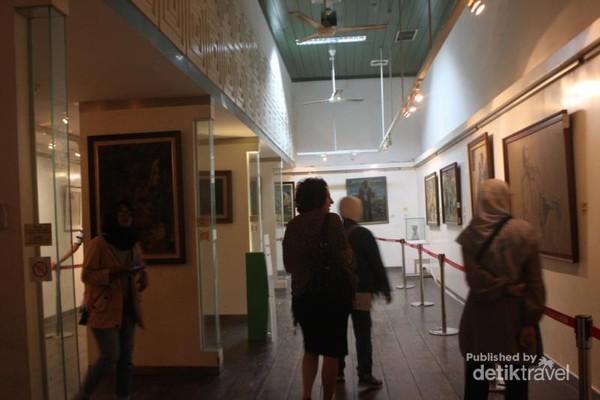 Suasana di dalam museum