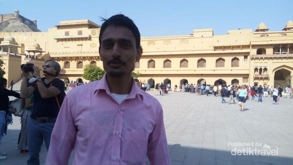 Mr Humble Rakesh, The Indian Men