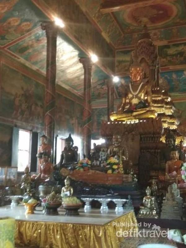 Tempat ibadah utama di Kuil Phnom.