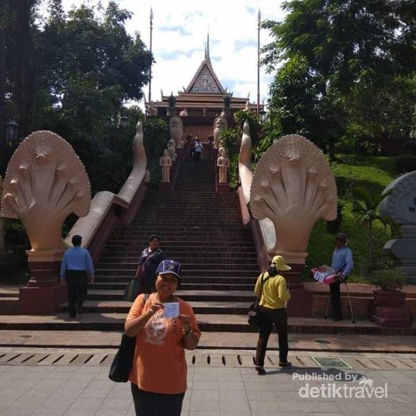Gerbang masuk Kuil Phnom, Kamboja