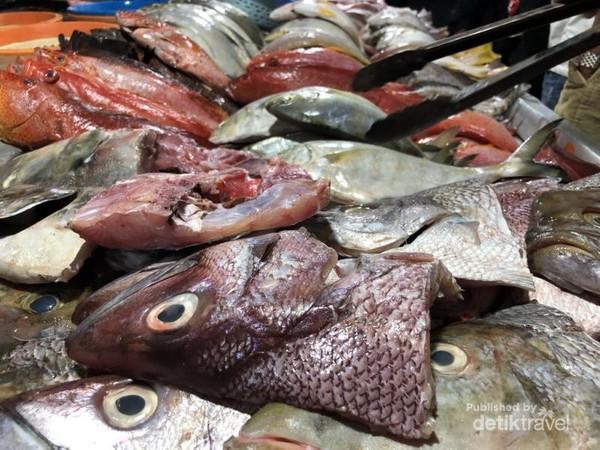 Ikan yang masih segar di Pasar Ternate