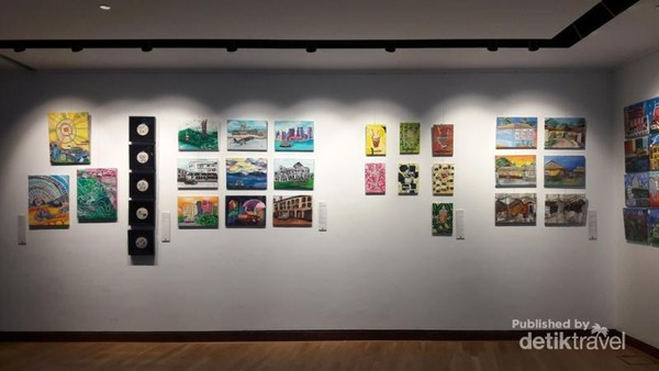 Ada juga galeri lukisan di sudut ruangan
