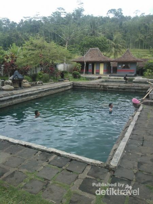 Pemandian air hangat Candi Umbul Grabag