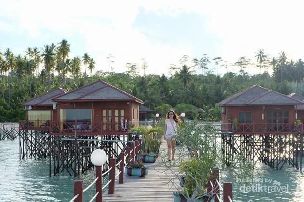 Villa di atas air bak Maldives