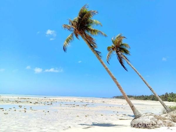 Banyak pantai2 indah di Masalembu