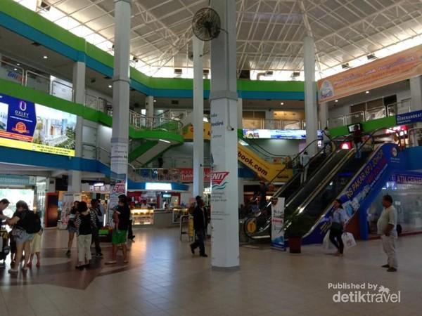 Suasana didalam Pelabuhan Batam Center yang sudah mirip Mall