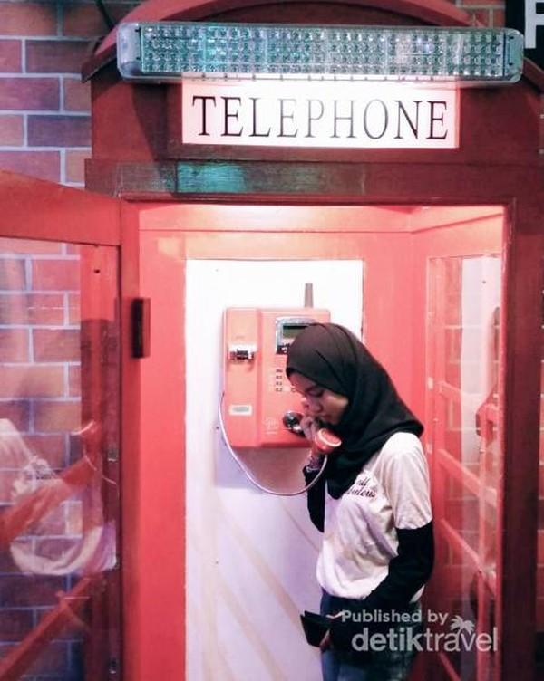 Telephone Box yang sangat ikonik di Inggris