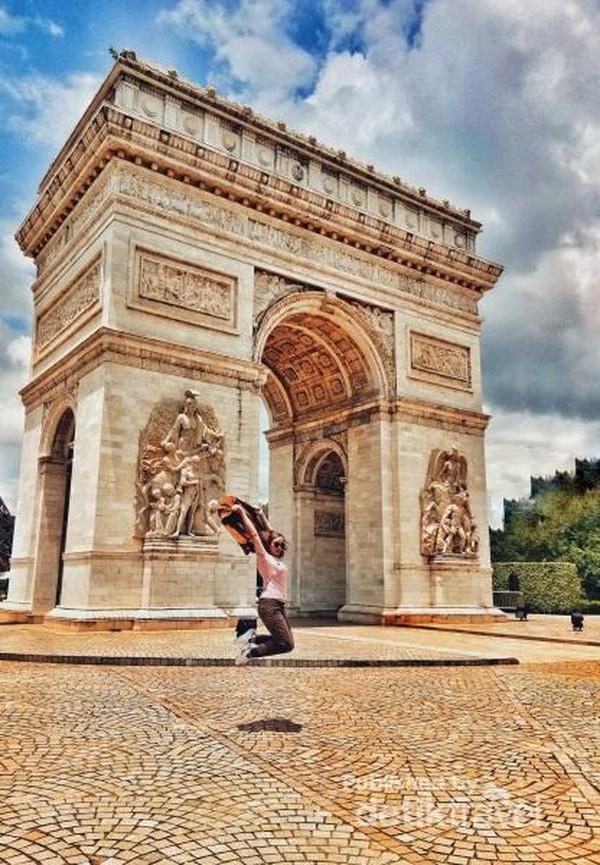 Replika Arc de Triomphe Perancis di Window of the World