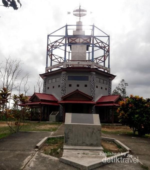Tugu Equator di Kutai Kartanegara